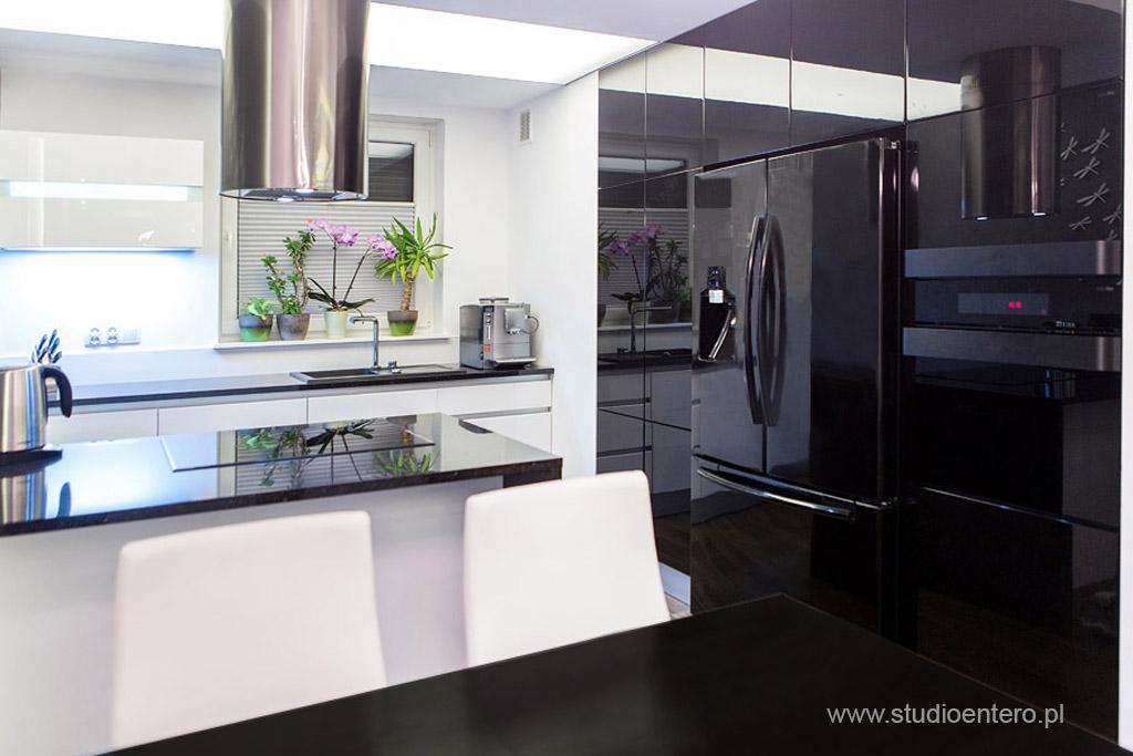 BIAŁO CZARNA KUCHNIA  Studio Architektoniczne Entero  MaÅ -> Kuchnia Bialo Czarna Jaki Blat